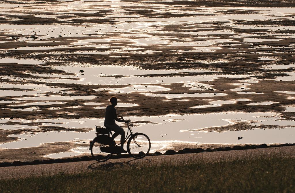 Radfahrer am Meer auf Borkum